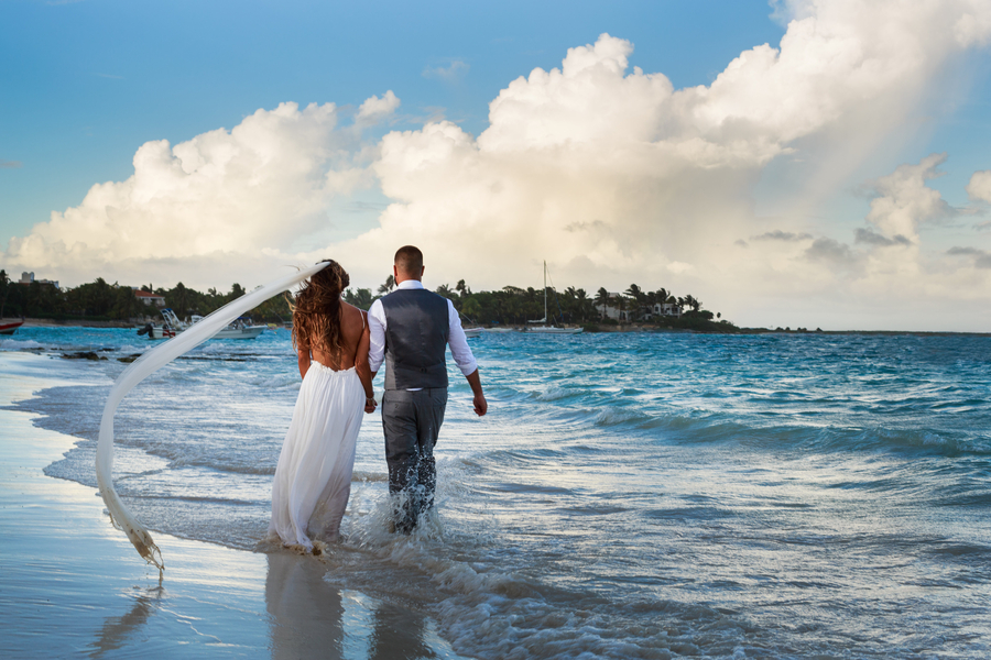 Romantic Trash the Dress in Mexico